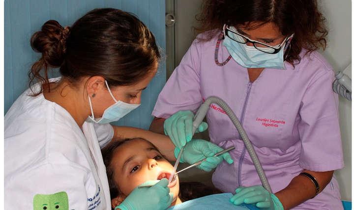 Nuestra odontopediatra cuida la salud bucodental de los más peques
